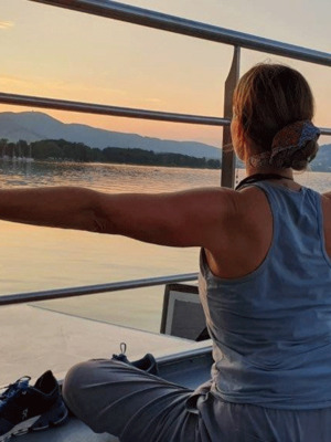 Yoga am Schiff