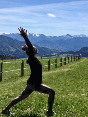 Yoga an der Eiche