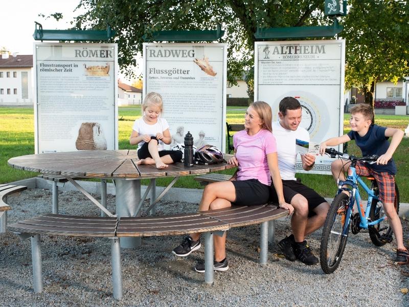 Römerradweg Rastplatz beim Römermuseum Altheim