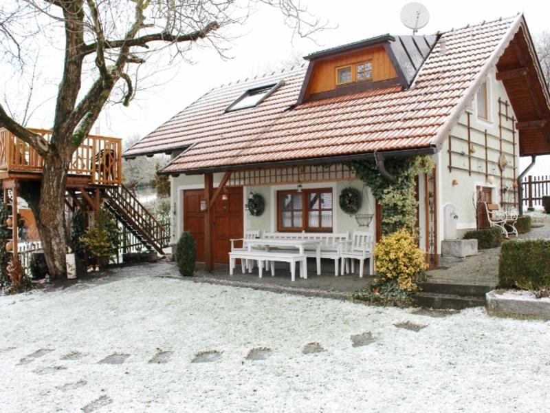 Außenansicht vom Haus am Römerradweg im Winter