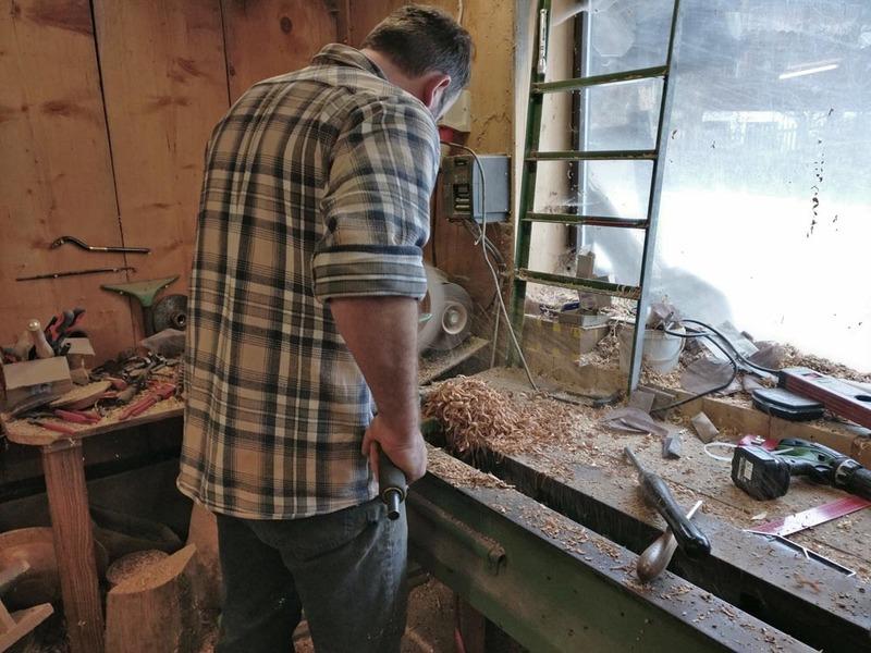 "The \""Waldweber\"" is a woodworker in Gosau."