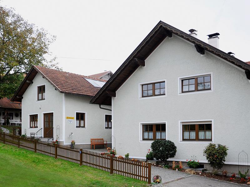 """Außenansicht vom Haus \""""Am Römerradweg\"""" in Kirchheim"""