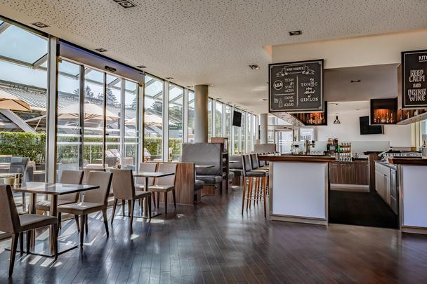 Kitchen & Bar at Courtyard - Foto