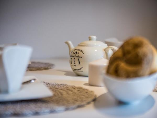 Beginnen sie den Tag zu Zweit bei gutem Tee.