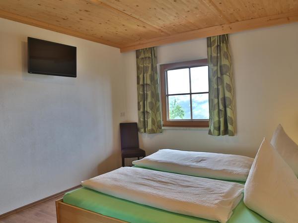 Doppelzimmer Bett TV