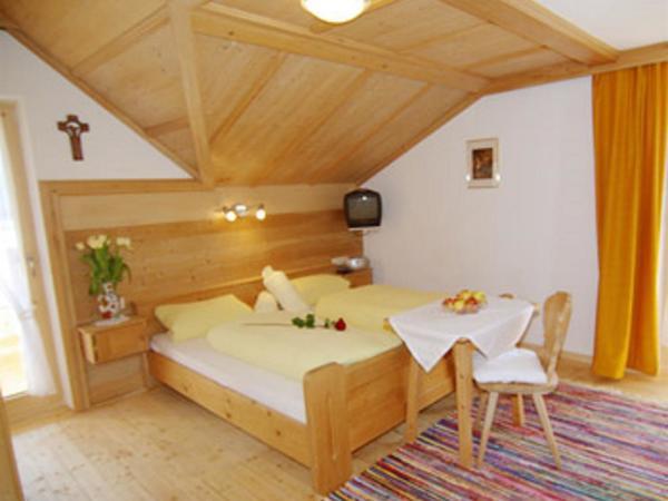 ZimmerI mit Dusche /WC Naturholzboden!