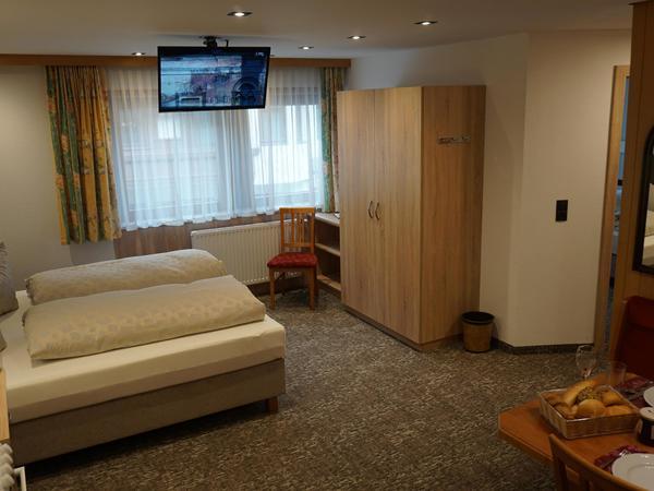Wohn-Schlaf-Küche Doppelbett
