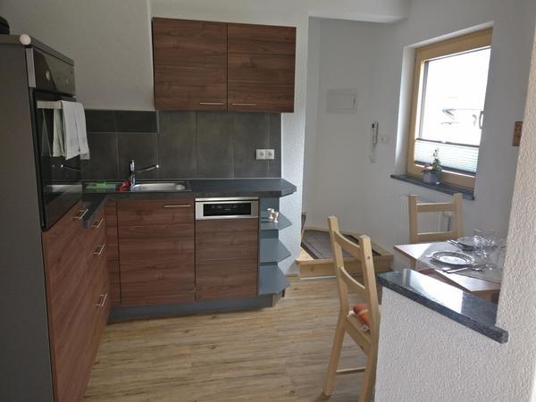 Küche mit Aufgang zum Zimmer