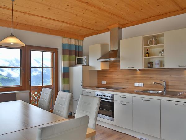 A Küche Block mit Tisch