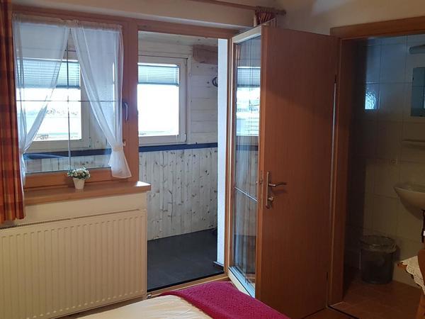 ZimmerII mit Dusche /WC Naturholzboden!