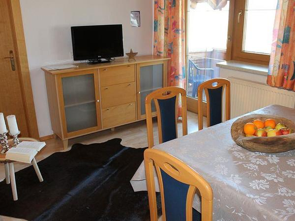 Zillertal-Fuegen-Appartements-Huber-Top5-Tisch
