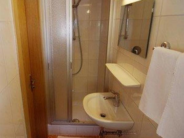 Beide Zimmer mit Dusche /WC