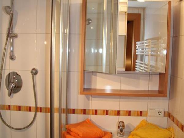 Dusche, 1 Schlafraum
