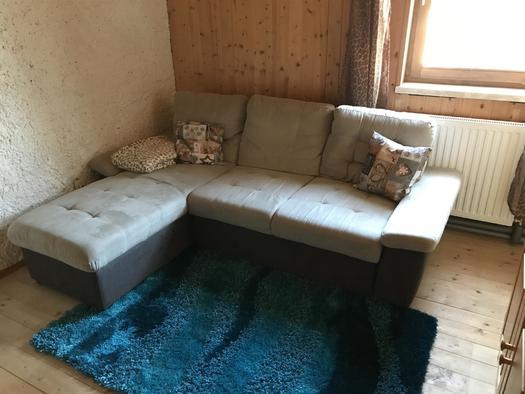 Wohnzimmer mit Ausziehcouch (© Haus Stadlau)