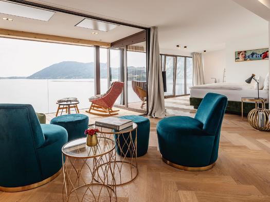 Wohnzimmer Panorama Suite Traunstein (© www.dastraunsee.at)