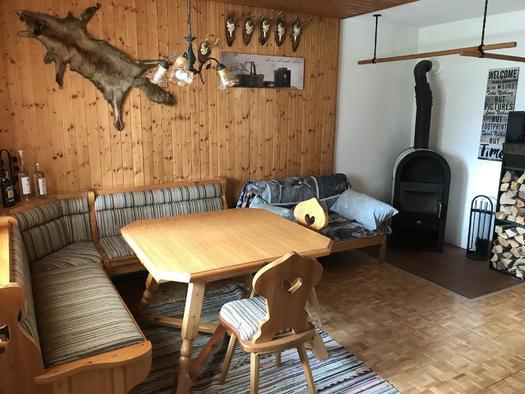 Essbereich mit Kamin Apartment Hochfichtblick (© Haus Stadlau)