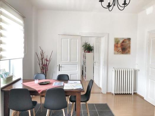 Esstisch in der Wohnküche (© Wolfis Traunseeblick)