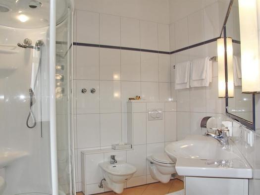 Badezimmer Suite mit Doppeldampfdusche, Hotel Bayr