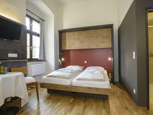doppelbett-familienzimmer-jufa-hotel-pyhrn-priel-t