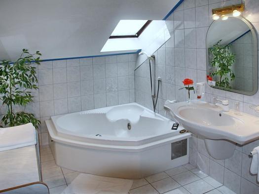 Badezimmer Suite mit Doppelbadewanne
