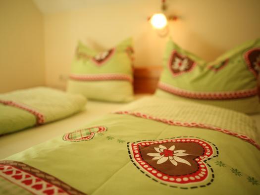 Bett im Apartment Daniel (© Gästehof Annerl)