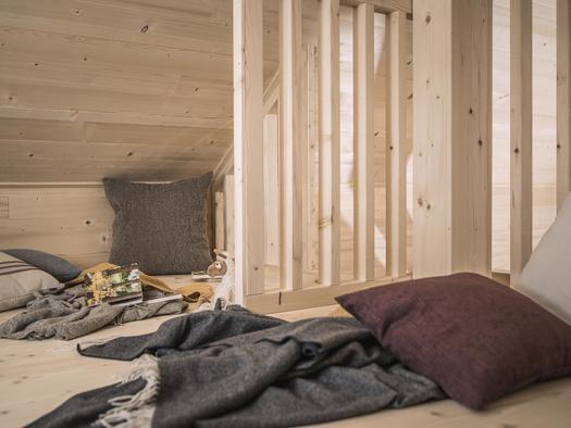 Kuschelecke auf dem Schlafboden (© Ramenai Das Böhmerwaldlerdorf)
