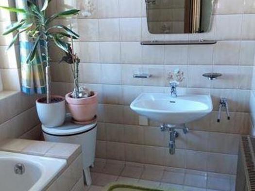 Badezimmer Waschbecken (© Hildegard Weihs)