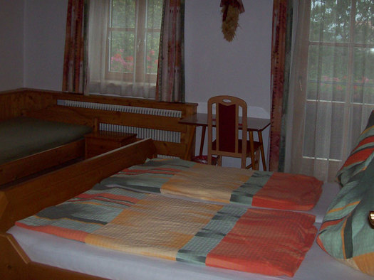Three bedroom, doublebed with singlebed. (© Andräbauer)