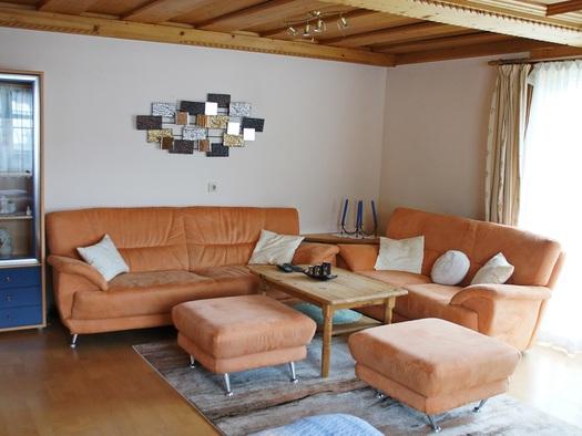 Wohnzimmer der Ferienwohnung Gosaukamm (© Manuela Sommerer)