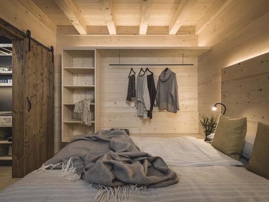 Schlafzimmer im Waldbauernhaus (© Ramenai Das Böhmerwaldlerdorf)
