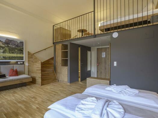 doppelbett-galleriezimmer-jufa-hotel-pyhrn-xlarge-