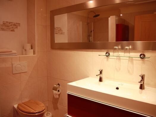 Doppelzimmer-Zimmer-2-25-m2-badWc-1