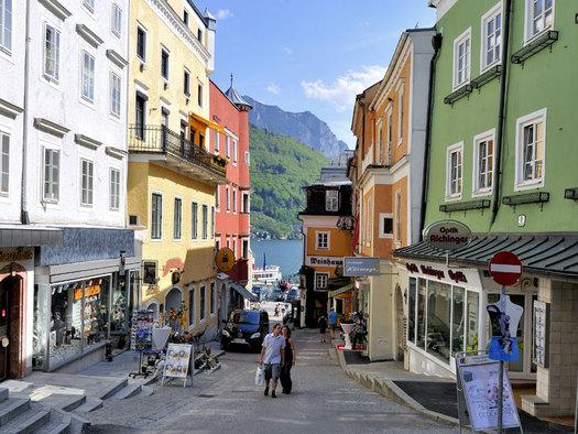 Die Kirchengasse in Gmunden am Traunsee im Salzkammergut besticht durch das südländische Flair. (© MTV Ferienregion Traunsee)