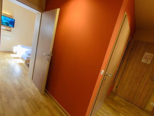 vorraum-appartement-jufa-hotel-almtal-large