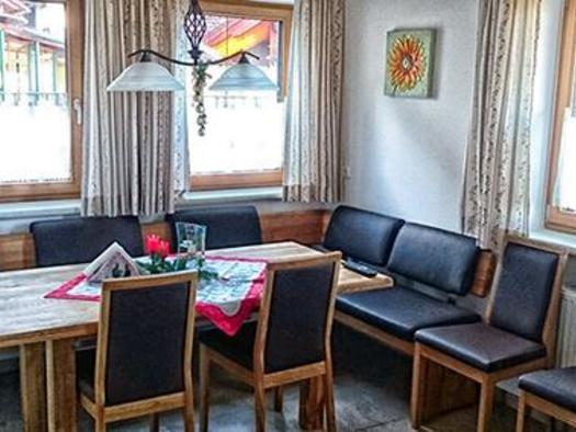 Wohnzimmer-vom-Ferienhaus-Pyhrn-Priel-Zottensberg-