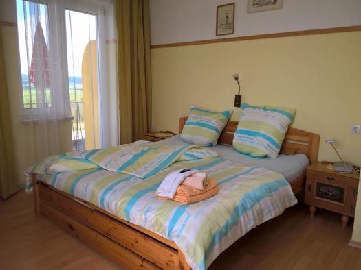 Zimmer 105 mit Balkon Blick nach Ulrichsberg und A (© Dietmar und Heike Krauk)