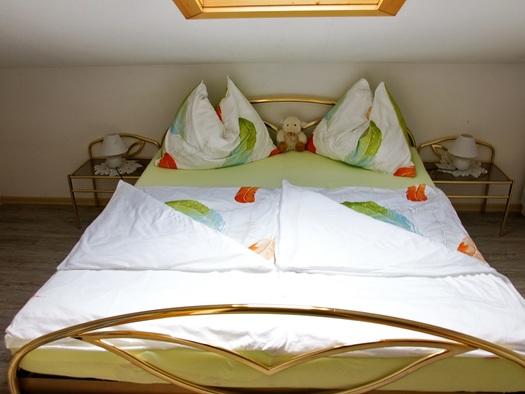 Das zweite  Mansardenschlafzimmer der Ferienwohnung Schlosspark (© Manuela Sommerer)
