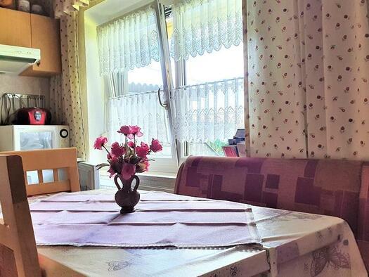 Küche mit Sitzecke (© Ferienwohnung Mariandl | Maria Felhofer)