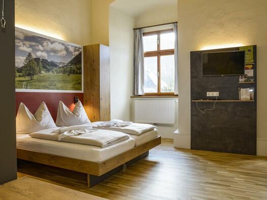 doppelbett-doppelzimmer-jufa-hotel-pyhrn-priel-tv-