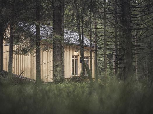Blick auf die Holzknechthütte (© Ramenai Das Böhmerwaldlerdorf)
