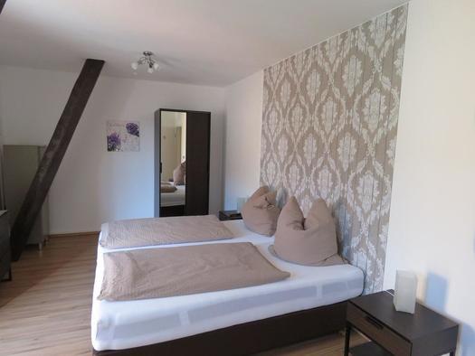 Doppelbettzimmer mit Balkon II