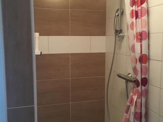 Dusche im Einzelzimmer (© privat)