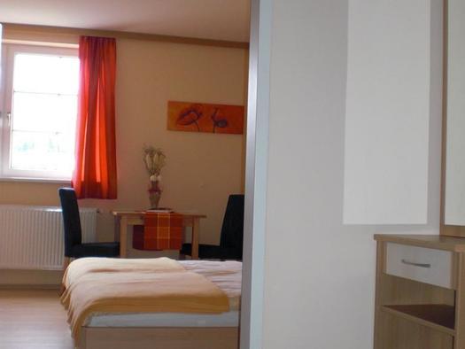 Blick in den Schlafbereich im Hotelappartement (© Bergkristall)