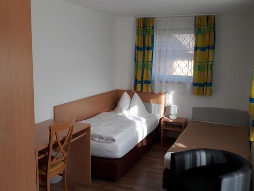 Standard Einbettzimmer (© Pension Ahamer)