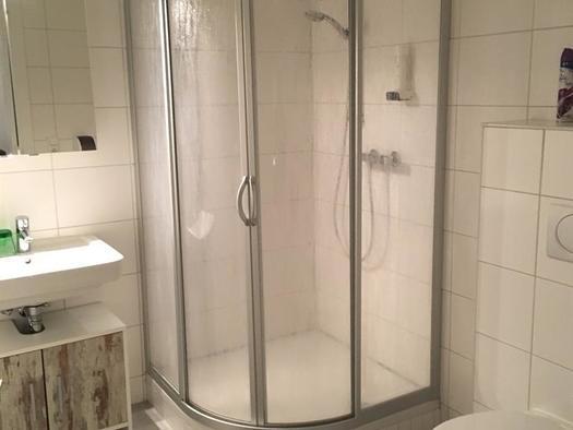 Dusche und WC im Doppelzimmer (© privat)