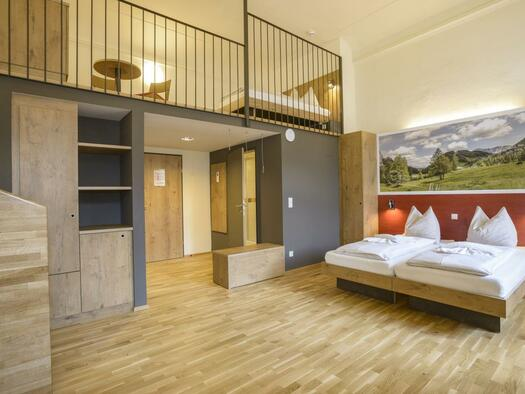 doppelbett-galleriezimmer-jufa-hotel-pyhrn-priel-x