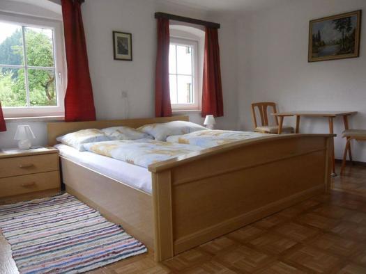 Weiteres Schlafzimmer mit Doppelbett (© v)