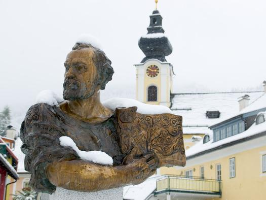 Gustav Klimt auch im Winter präsent. (© Erich Unteregelsbacher)