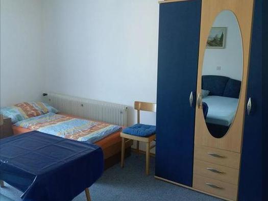 Dreibettzimmer Einzelbett (© Hildegard Weihs)