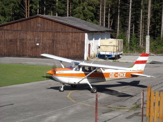 Flugzeug (© Gemeindeamt Hirschbach i. M.)